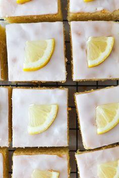 Zitronenkuchen vom Blech Blechkuchen rezept zitronenkuchenrezept einfacher blechkuchen rührteig zuckerzimtundliebe backblog foodblog foodstyling lemon sheet cake lemon glaze zitronenglasur sommerkuchen kuchenbuffet kuchen für kindergeburtstag