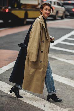 Gabardinas en la semana de la moda de Nueva York, New York fashion week.  © Jonathan Daniel Pryce/ @garconjon