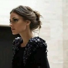 A foto não tá muito boa, mas amei esse penteado da Olivia Palermo e acho que da pra ver né? Preso com risca no meio e uns torcidos com coque frouxo   DDB Inspira @ddbinspira