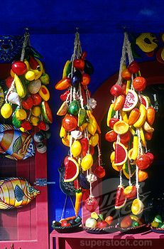 Frutas hechas de papel mache