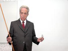 Más de 70 años fungió como profesor.