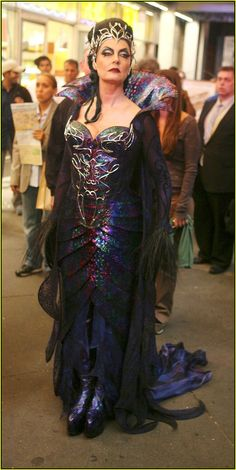 Susan Sarandon in Enchanted -we saw this dress on display at Disney World, really beautiful Witch Costumes, Movie Costumes, Cosplay Costumes, Enchanted Movie, Disney Enchanted, Love Movie, I Movie, Steampunk Belle, Sleeping Beauty Ballet