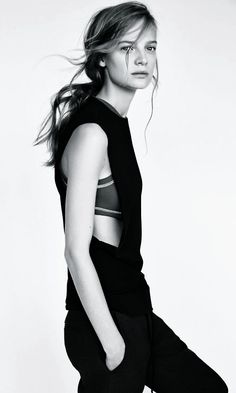 sportive look: black top and trousers | Fashion + Photography | Zara |