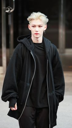 Chan Lee, Felix Stray Kids, Airport Style, Airport Fashion, Chubby Cheeks, Old Cats, Cool Kids, Nice Boys, Lee Know