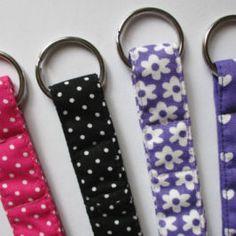 Porte-clés bandeau Pop Couture, Creation Couture, Bracelet, Boutique, Sewing, Tuto Couture Facile, Dressmaking, Couture, Fabric Sewing