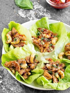 Miracle Diets - These Cashew Chicken Lettuce Wraps are perfect for lunch, dinner, or even as a tasty appetizer. Simple, easy and healthy. Each wrap has only 165 calories! - The negative consequences of miracle diets can be of different nature and degree. Easy Chicken Lettuce Wraps, Lettuce Wrap Recipes, Lunch Recipes, Easy Dinner Recipes, Easy Meals, Cooking Recipes, Dinner Ideas, Tortilla Recipes, Lunch Ideas