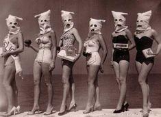 Diy Halloween Decorations, Halloween Diy, Postcard Album, Creepy Vintage, Halloween Pictures, Vintage Photography, Gothic Fashion, Women's Fashion, Steampunk Fashion