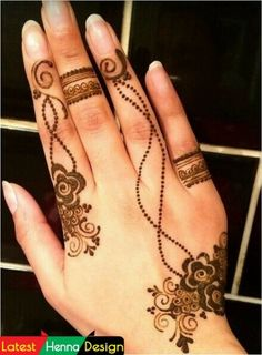 Following design is for those who need a simple and beautiful design to look different in the crowd.  for more visit us at.  http://www.latesthennadesigns.com/2017/07/20-best-backhand-mehndi-designs.html  #henna #hennaart #hennadesigns #simplehenna #mehndi #mehndiart #mehndidesigns #simplemehndi