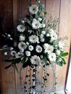 15 of the Uniquely Gorgeous Church Wedding Flower Inspirations for the Church Ceremony Love it! Church Wedding Flowers, Altar Flowers, White Wedding Flowers, Funeral Flowers, White Flowers, Floral Wedding, Buy Flowers, Spring Flower Arrangements, Funeral Flower Arrangements