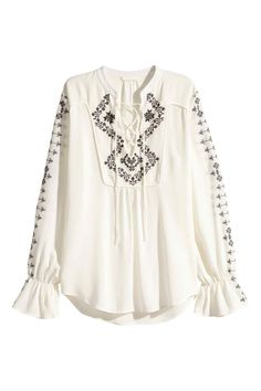 Bohemian-chic blouse in a crinkled weave with embroidery, lacing at the front, long sleeves with elastication and a frill at the cuffs and a rounded hem that is slightly longer at the back. Flattering Outfits, Laced Up Shirt, Embroidered Blouse, Ruffle Blouse, Beautiful Outfits, Fashion Online, Ideias Fashion, Fashion Outfits, Clothes For Women