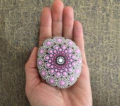 Acrylmalerei - Mandala-Stein rosa Blume - ein Designerstück von Shivajyoti bei DaWanda