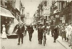 """la plimbare pe Lipscani în 1937.  fotografie din """"Realitatea ilustrată"""". City People, Bucharest Romania, Old City, Vintage Photos, Amen, Past, Street View, Memories, Cabaret"""