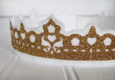 Heat Transfer Glitter Crown by Jessee M for Silhouette America Silhouette Machine, Silhouette Cameo, Craft Cutter, Silhouette America, Vinyl Cutting, Silhouette Projects, Princess Party, Heat Transfer, Crowns