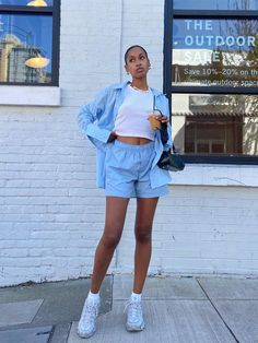 9 Non-Dated Ways to Wear Shorts This Summer Denim Shorts Outfit, Shorts Outfits Women, Denim Cutoffs, Short Outfits, Street Style Summer, Casual Street Style, Summer City Outfits, Chicago Outfit, Types Of Shorts