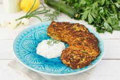 Sallys Rezepte - Zucchinipuffer mit Zitronen-Joghurtdip / Mücver