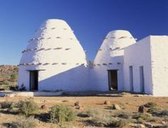 Indigenous architecture: African houses use local materials and are sensitive to local climate and environment.    Google Image Result for http://myfundi.co.za/eng/images/d/df/Img00337.jpg