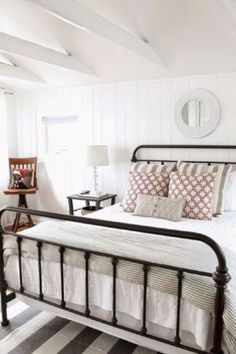 Modern farmhouse style incorporates the typical with the new makes any type of room super comfy. Discover ideal rustic farmhouse bedroom decor ideas and design tips. Farmhouse Style Bedrooms, Farmhouse Master Bedroom, Cozy Bedroom, Bedroom Ideas, Pretty Bedroom, Bedroom Designs, Stylish Bedroom, Bedroom Size, White Bedroom