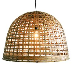 Naam: bamboe bell large Maten: Ø60XH 45cm loods 5 Materiaal: 100% bamboe Specificatie: handgemaakt