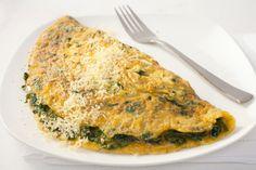 La ricetta per preparare in poche mosse le omelette con spinaci e mozzarella adatte a tutti i componenti della famiglia