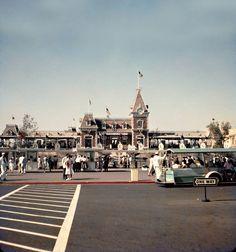 disneyland parking lot 1950's