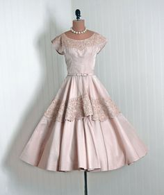 1950's Vintage Frank Starr Designer-Couture Champange Soutache-Lace & Silk-Taffeta Bombshell Cap-Sleeve Belted Full Circle-Skirt Party Dress