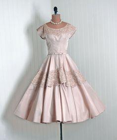 So pretty! Vintage 50's dress.