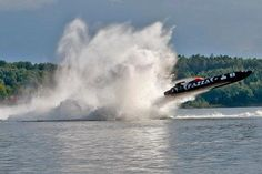 Fazza Airborne jumps over Relekta class 1 offshore racing Fast Boats, Cool Boats, Speed Boats, Power Boats, Drag Boat Racing, High Performance Boat, Boat Wallpaper, Powerboat Racing, Offshore Boats