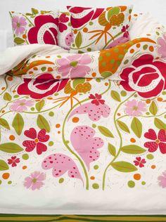 Gudrun Sjödén Frühling / Sommer 2014 -  Bettwäsche mit riesigen Blumen, besonders effektvoll bei Doppelbetten. Ist sie nicht wunderschön?