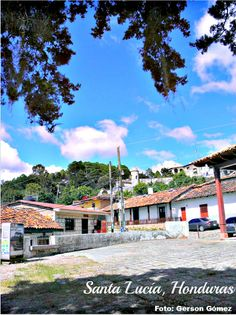 Una Mirada desde la plaza municipal de Santa Lucía, Francisco Morazán, Honduras.