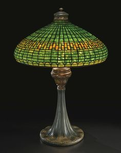 """** Tiffany Studios New York """"Geometric"""" leaded glass and patinated bronze table lamp. Stained Glass Lamp Shades, Tiffany Stained Glass, Tiffany Glass, Tiffany Art, Louis Comfort Tiffany, Art Nouveau, Antique Lamps, Vintage Lamps, Studio Lamp"""