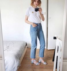 25 New Style Stars We're Following On Instagram #refinery29  http://www.refinery29.com/style-star-instagram-accounts#slide-4  @brittanybathgateMinimalists, look no further than Norfolk-based Brittany Bathgate's effortless, less-is-more approach to style....