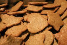 Mézeskalács Cookies, Food, Crack Crackers, Biscuits, Cookie Recipes, Meals, Cookie, Biscuit