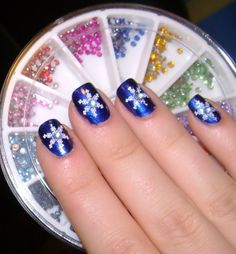 Google Image Result for http://aboutnails.info/wp-content/uploads/2011/11/new-year-and-christmas-nail-art-5.jpg