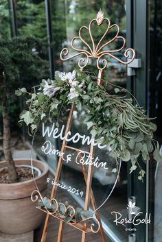 Aranjamente Florale pentru Nunti, buchete, decorațiuni. Calitate și creativitate pentru nunți și botezuri minunate! Suna-ma chiar acum! Interior Design Living Room, Living Room Decor, Bedroom Decor, Floral Wedding, Wedding Flowers, Sustainable Design, Wedding Inspiration, Wedding Ideas, Design Trends