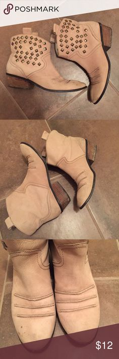 Rachel Roy Nude Leather Boots Studded Low Booties These awesome Rachel Roy Booties have a western feel. Nude color with brass studs. Low shaft, easy to slip on and off. Genuine leather. Inside is peeling, this can't be seen from the outside or while being worn. These have been loved, but they would still make a good festival boot. Fit like a 9/9.5. Label is 9. Rachel Roy Shoes Ankle Boots & Booties