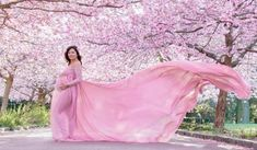 Magnolia Dress Deluxe - Get yours now! - Magnolia Dress Deluxe – Get yours now! Maternity Gown Photography, Maternity Dresses For Photoshoot, Maternity Gowns, Maternity Pictures, Photography Couples, Pregnancy Looks, Pregnancy Photos, Baby Photos, Photography Lessons