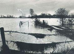 De IJssel bij Zwolle met de Harculo centrale op de achtergrond. Nog met 5 pijpen. Foto: Jan Drost