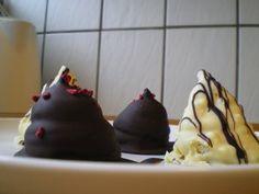 Hjemmelavede flødeboller: lakrids med hvid chokolade og hindbær/lime med mørk chokolade | Fru Kofoeds Køkken