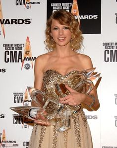 2009 CMA Awards; Taylor Swift! This will always be my favorite dress of hers!