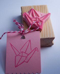 Japanisches Papier-Origami-Kranich oder Vogel Stempel dieser Hand geschnitzte…