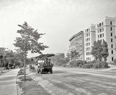 Riverside Drive, New York City, 1908. Electric tour bus.