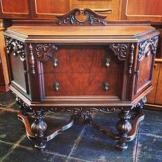 #1920s #spanishrevival #buffet manufactured by the #unionfurniturecompany of #rockfordillinois ~ The Union Furniture Company formed in 1876 due to worker unrest over wage cuts to meet expenses at #forestcityfurniturecompany ~ Union was the first Rockford, Illinois company to be owned and operated entirely by #swedish settlers. Union closed in 1952. #sideboard available at #indiastreetantiques in #littleitalysd ~ perfect for #diningroom #tv #bathroomvanity ~ #ilobsterit