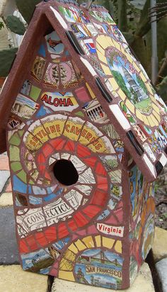 Mosaic birdhouse Just too cute, have thought of using souvenir plates a million times, seeing it done is inspirational