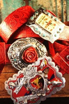 fun looking buckles.This is pretty, red is festive too Cowgirl Chic, Cowgirl Style, Western Belts, Western Jewelry, Evolution Of Fashion, Southwestern Style, Turquoise Jewelry, Country Girls, Belt Buckles
