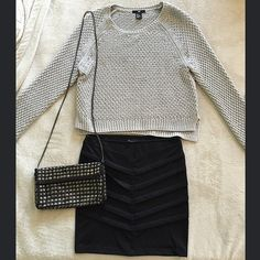 Sweater Gray knit sweater from H&M size XS (but would also fit S/M) fits somewhat crop. In good condition and beautiful! Skirt and bag are sold seperately. H&M Sweaters Crew & Scoop Necks
