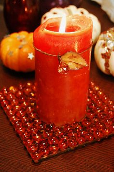 Fall Dollar Store Gem candle holder - Pretty, cheap and easy! Candle Lamp, Glass Candle Holders, Dollar Store Crafts, Dollar Stores, Gem Crafts, Glass Marbles, Glass Beads, Custom Candles, Fall Crafts