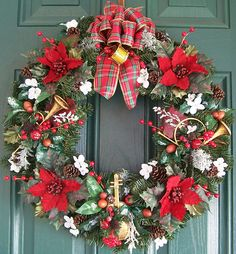 love everything about this wreath.