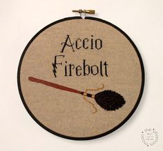 38 Ideas Embroidery Hoop Wall Harry Potter For 2019 Harry Potter Quilt, Harry Potter Items, Harry Potter World, Embroidery Hoop Art, Cross Stitch Embroidery, Cross Stitch Patterns, Embroidery Patterns, Geek Crafts, Hand Embroidery