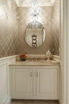 Badezimmer Deko Baddesign Badezimmer In Beige Und Weis Runder Spiegel  Kronleuchter