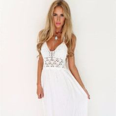 Embroidery details are a must have this season and they are very present in beach clothing. This dress is an example of how an embroidery detail can make such a huge difference. This long white sleeve